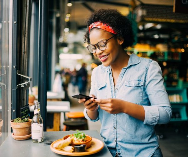 woman-texts-restaurant-scaled-1152x768